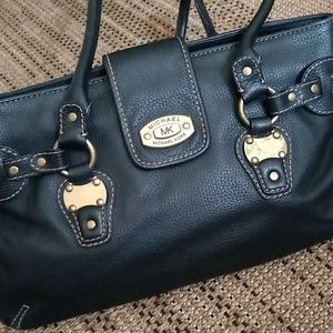 ❤️PRICE DROP!❤️Michael Kors Leather Black Satchel